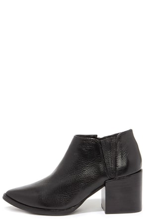 Matisse Victory Black Leather Pointed Toe Booties at Lulus.com!