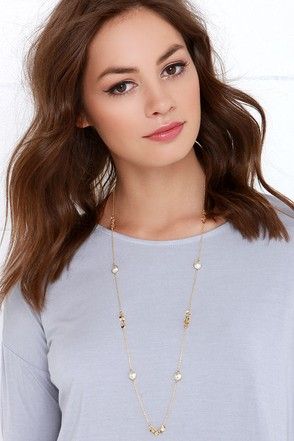 Fit to Mingle Gold and Pearl Necklace at Lulus.com!