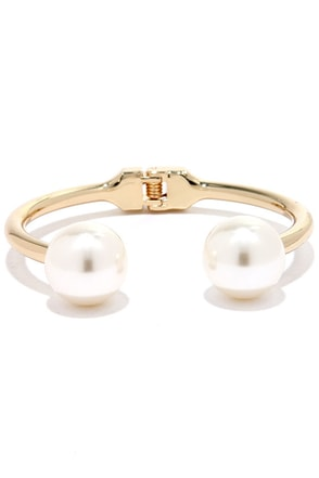 Light and Bright Gold and Pearl Bracelet at Lulus.com!