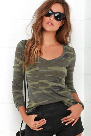 Rank and Style Green Camo Print Long Sleeve Top at Lulus.com!