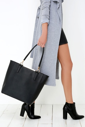 Just Touched Down Black Tote at Lulus.com!