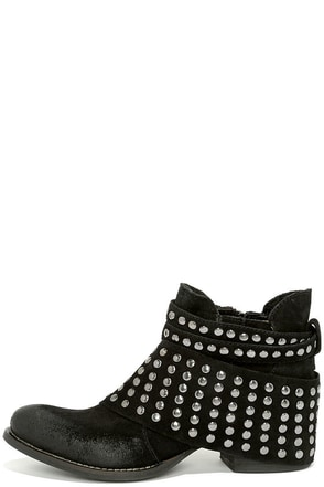 Matisse Reno Black Suede Leather Studded Ankle Boots at Lulus.com!