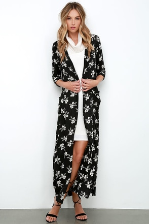 Amuse Society Izzy Black Floral Print Maxi Top at Lulus.com!