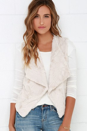 Jack by BB Dakota Whisper Cream Faux Fur Vest at Lulus.com!