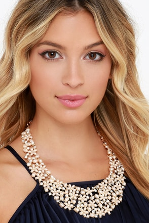 Daisy Me Rollin' Gold and Pearl Statement Necklace at Lulus.com!