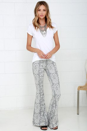 O'Neill Maisey Grey Print Flare Pants at Lulus.com!