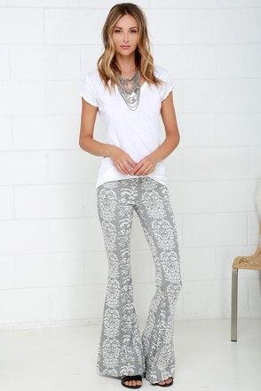 O'Neill Maisey Grey Print Flare Pants at Lulus.com!