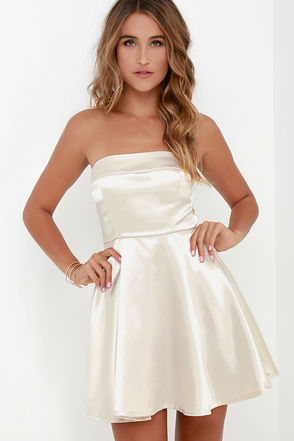 Bow-Monde Champagne Strapless Dress at Lulus.com!