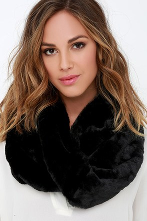 Big Softy Black Faux Fur Infinity Scarf at Lulus.com!