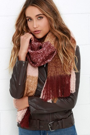 Fool For You Black and Beige Plaid Scarf at Lulus.com!