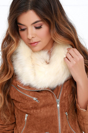 Meet Me at the Lodge Cream Faux Fur Infinity Scarf at Lulus.com!