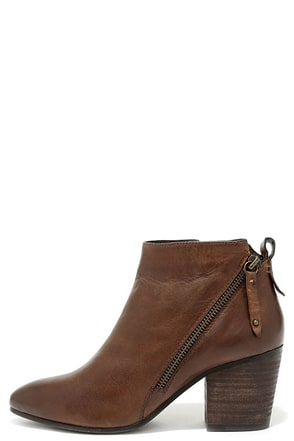 Steve Madden Jaydun Cognac Leather Ankle Booties at Lulus.com!