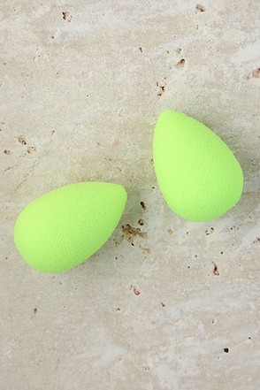 Beautyblender Micro.Mini Green Makeup Sponges at Lulus.com!