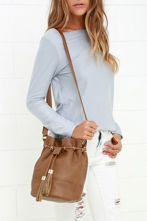 Song of the Sea Tan Bucket Bag at Lulus.com!