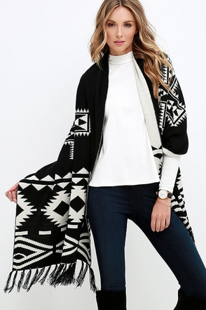Que Sera Serape Reversible Black and Ivory Print Blanket Scarf at Lulus.com!