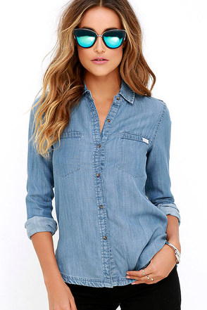 RVCA Trader 2 Blue Chambray Button-Up Top at Lulus.com!