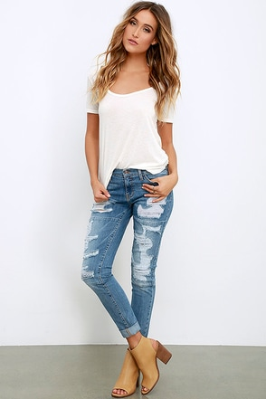 Relied Upon Medium Wash Distressed Jeans at Lulus.com!