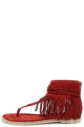 Matisse Juno Red Suede Fringe Sandals at Lulus.com!