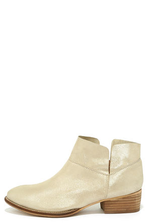 Seychelles Snare Metallic Silver Leather Ankle Boots at Lulus.com!