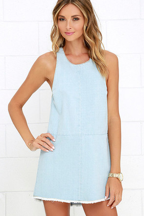 Beach Riot Poppy Light Wash Denim Shift Dress at Lulus.com!