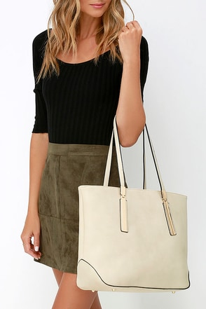Prima Donna Girl Beige Tote at Lulus.com!