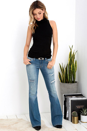 Dittos Marissa Light Wash Distressed Flare Jeans at Lulus.com!