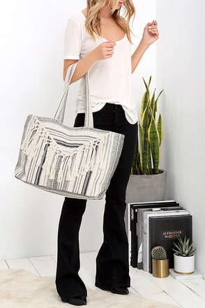 Amuse Society Sol Cream Fringe Tote at Lulus.com!
