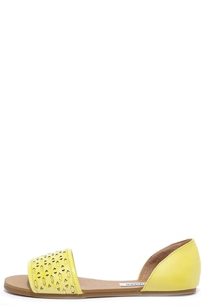Steve Madden Taylerr Yellow Leather Flat Sandals at Lulus.com!