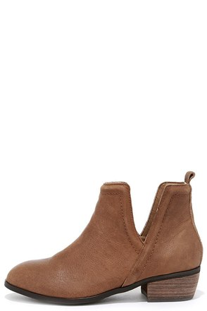 Sbicca Silvercity Tan Leather Ankle Boots at Lulus.com!