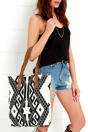 Gallatin Valley Black and Cream Southwest Print Tote at Lulus.com!