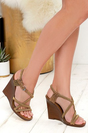 Nina Originals Savina Army Green Wedge Sandals at Lulus.com!
