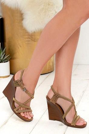 Nina Originals Savina Army Green Wedge Sandals at Lulus.com!