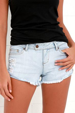 Dittos Alma Light Wash Distressed Shorts at Lulus.com!