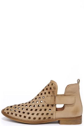 Musse & Cloud Caila Taupe Leather Ankle Booties at Lulus.com!