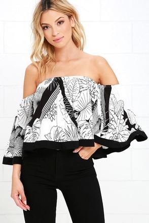 I Choose Oahu Black and White Print Off-the-Shoulder Crop Top at Lulus.com!