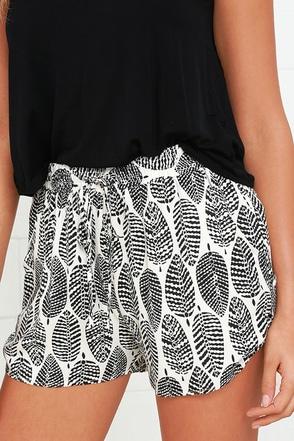 Black Swan Terracina Black and Cream Print Shorts at Lulus.com!