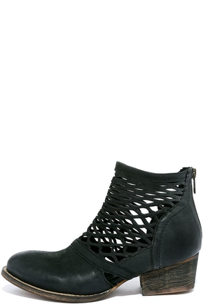 Rebels Cali Black Leather Cutout Ankle Boots at Lulus.com!