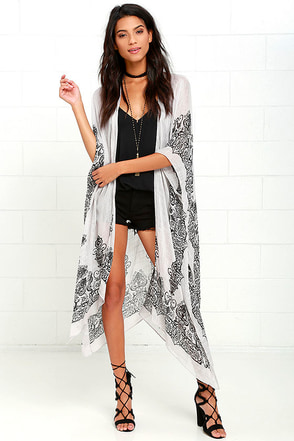 Exotic Sol Black and Grey Print Kimono Top at Lulus.com!