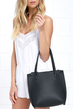 Avenue Perspective Navy Blue Tote at Lulus.com!