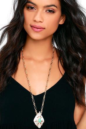 Santa Fe Shimmer Gold Statement Necklace at Lulus.com!