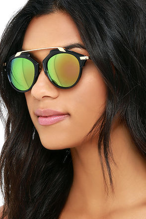 Extreme Temperatures Black and Green Mirrored Sunglasses at Lulus.com!