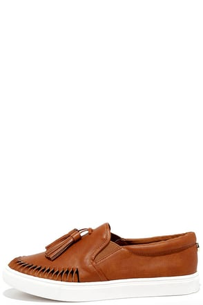 Steve Madden Ellery Cognac Slip-On Sneakers at Lulus.com!