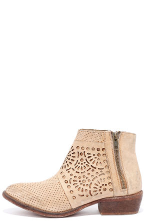 Matisse Raliegh Natural Leather Ankle Booties at Lulus.com!