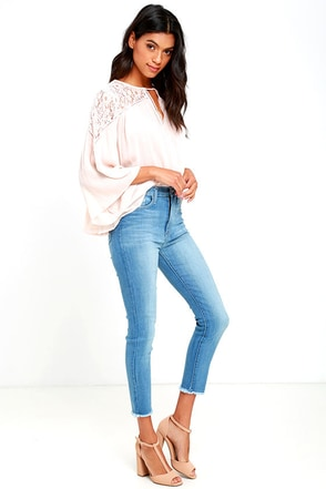 Foxy Light Wash High-Waisted Cropped Skinny Jeans at Lulus.com!