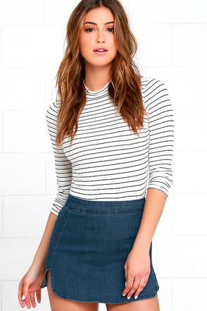 Micro-Manage Medium Wash Denim Mini Skirt at Lulus.com!