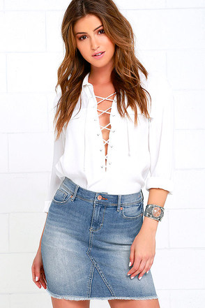 Dittos Maggie Medium Wash Distressed Denim Mini Skirt at Lulus.com!