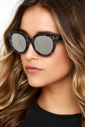 Wowie Zowie Tortoise and Dark Gold Mirrored Sunglasses at Lulus.com!