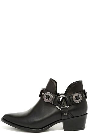 Steve Madden Aces Black Leather Ankle Booties at Lulus.com!