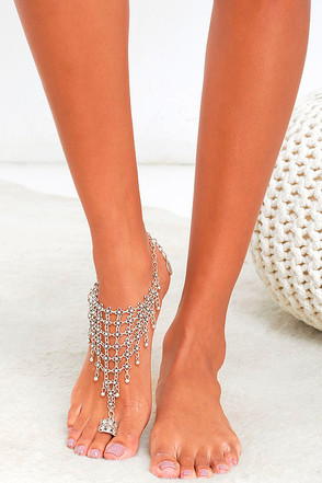 Natalie B Queen's Veil Silver Foot Bracelet at Lulus.com!