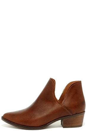 Steve Madden Austin Cognac Leather Ankle Booties at Lulus.com!